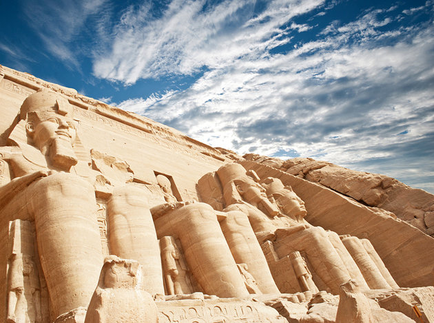 egypt-abu-simbel-upwards-view-of-colossi